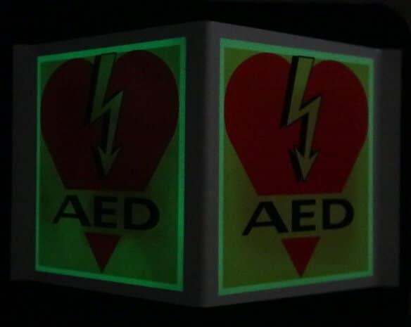AED_Winkel_Kunstoff_Nacht.JPG
